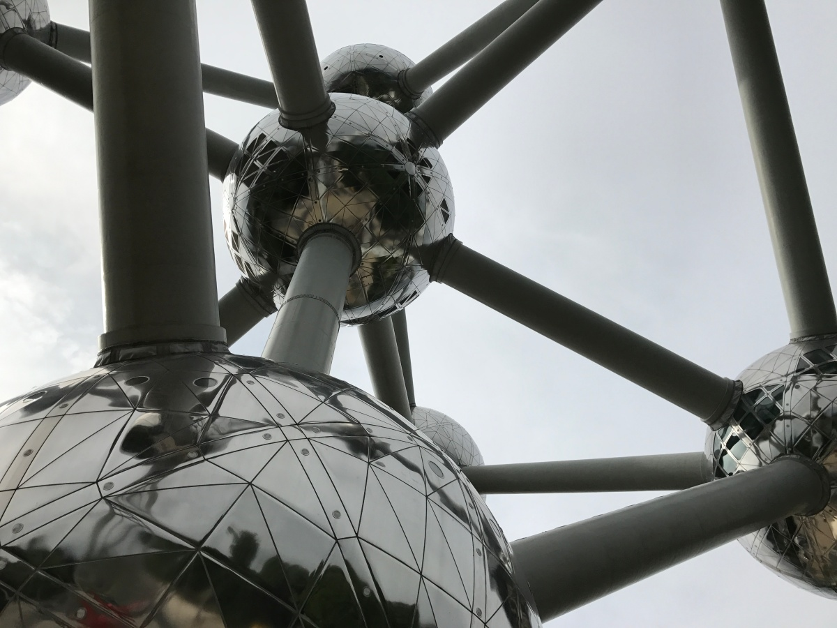 """""""Inside the Atomium"""" #Waterkeyn, père de l'Atomium, est né il y a 100 ans #bruxellesmabelle"""